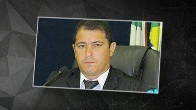 Presidente de Câmara Municipal foge de pijama da polícia após desvio - Adalberto Alexandre Rodrigues é acusado de envolvimento no sumiço R$ 3,5 milhões em dinheiro público em Ribas do Rio Pardo.