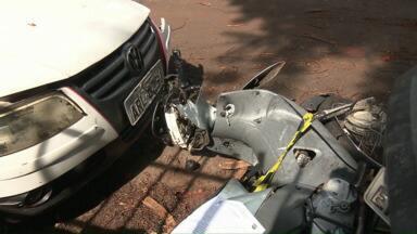 Motociclista morre em acidente no Contorno Norte de Maringá - O motorista do carro não prestou socorro e abandonou veículo no local.