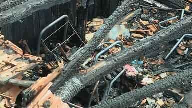 Corpo de menino é sepultado após incêndio em Santo Ângelo, RS - Menino tinha 7 anos.