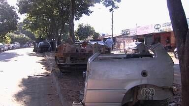 Força-tarefa da polícia reforça a fiscalização na Vila Canaã, em Goiânia - O comércio de vendas de peças de carros é o forte da região.