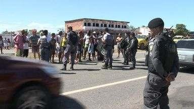 Criança de oito anos é atropelada por advogada na Rodovia do Sol, no ES - Moradores fizeram protesto na rodovia.