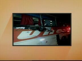 Uma pessoa morre e outras doze ficam feridas em acidente em Marques de Souza, RS - A repórter Daniela Mallmann tem as informações.