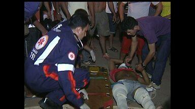 Motociclista quebra as pernas após colisão com carro no Livramento - Acidente ocorreu na Avenida Muiraquitã, na noite de sábado (10).
