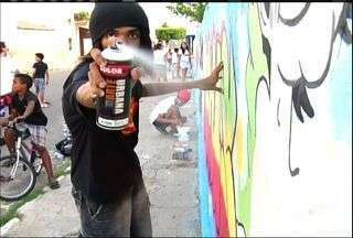 Jovens de Mauriti enfeitam as ruas da cidade com a arte do grafite - CETV acompanha a produção da arte de rua.