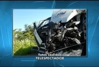 Caminhoneiro morre após se envolver em acidente na BR-251 - Acidente ocorreu na manhã desse domingo (11).