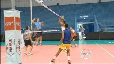 Vôlei Taubaté faz seletiva para time de base - Jovens entre 18 e 20 anos de diversas partes do Brasil participam da seletiva para o time de base do Vôlei Taubaté. Entre os 150, apenas 16 ficam.
