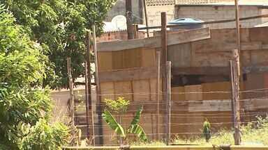 Moradores reclamam de ocupações ilegais no bairro Ipiranga, em Ribeirão - Prefeitura tenta implantar plano para acabar com as favelas, mas elas crescem em ritmo acelerado.