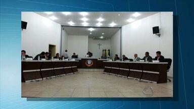 Câmara Municipal julga vereadores acusados de corrupção em Naviraí, MS - Moradores acamparam em frente à Casa de Leis em protesto contra os parlamentares.