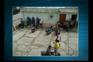 Professores municipais protestam em Mocajuba - Manifestantes ocuparam o prédio da prefeitura em protesto por falta de salários.