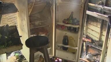 Incêndio destrói parte de academia - Um incêndio hoje pela manhã atingiu a cozinha da academia de boxe Nelson dos Anjos. O fogo começou por causa do botijão de gás.