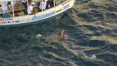 Paratleta baiana atravessa baía de Todos os Santos nadando com um braço só - O feito deve entrar para o Livro dos Recordes, o Guiness.