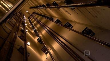 Uso incorreto de elevadores em edifícios pode causar graves acidentes - Quando eles travam, o melhor é chamar a ajuda especializada. Em todos os casos, é preciso fazer uma manutenção frequente.