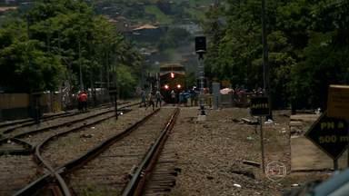 Concessionária instala novo sistema de travessia para evitar acidentes em linha de trem - No ano passado, 14 pessoas morreram ao cruzar a linha de trem em Juiz de Fora.