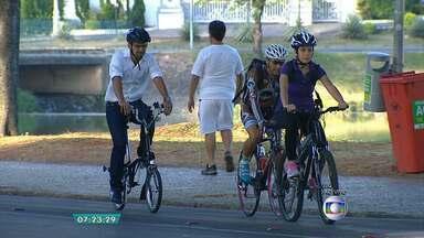 Em passeio de bicicleta, médico e ciclista falam sobre os benefícios da atividade - Veja a entrevista com Marconi Gomes e Rogério Pacheco.