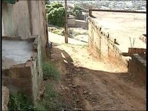 Calendário: Situação de Viela sanitária, no Bairro Mãe de Deus, é acompanhada desde 2014 - Moradores ainda sofrem com a falta de infraestrurura na rua.