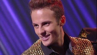 Miguel Roncato se transforma em Justin Bieber - Plateia vai à loucura com desempenho do ator