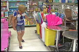 Comércios do Alto Tietê aumentam as vendas de artigos de praia - O forte calor neste mês tem ajudado os comerciantes da região.