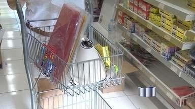 Pais vão às papelarias de São José em busca do material escolar - Variação de preço nas lojas pode chegar a 68,25%.