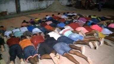 Mais de 70 pessoas são detidas em festa em São Luís, no Maranhão - Quase 80 suspeitos de tráfico de ligação com uma facção criminosa foram detidos em uma festa em São Luís, no Maranhão. Trinta e seis presos foram autuados em flagrante e levados para o presídio da cidade. Alguns menores foram apreendidos e liberados.