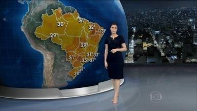 Previsão é sol em quase todo o Brasil no domingo (18) - No Rio de Janeiro e em João Pessoa, a mínima prevista é de 26°C. À tarde, os termômetros registram temperaturas de 31°C em Florianópolis, em Campo Grande e em Belém - mas há previsão de chuva forte nas capitais.