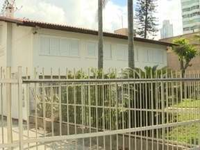 Conheça as casas que ainda resistem ao paredão de prédios em Balneário Camboriú - Conheça as casas que ainda resistem ao paredão de prédios em Balneário Camboriú