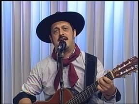 Cristiano Quevedo se apresenta na Seara da canção gaúcha em Carazinho,RS - JA recebe o músico ao vivo
