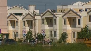 """Levantamento da Codhab constata que o Jardins Mangueiral está cheio de irregularidades - Por conta das irregularidades, os proprietários podem perder o imóvel. Vender, alugar ou trocar o imóvel recebido pelo Programa """"Morar Bem"""" são práticas proibidas."""