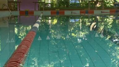 Professores de natação param de trabalhar por falta de pagamento - Prefeitura diz que repasse será feito hoje