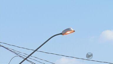 Moradores de Leme reclamam da iluminação pública que fica 24 horas acesa - Moradores de Leme reclamam da iluminação pública que fica 24 horas acesa