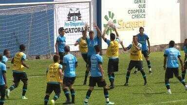 Sem escalação definida, Grêmio intensifica treinos e testa reforços - Treinos focaram em aperfeiçoar pontaria, aproximação e marcação.