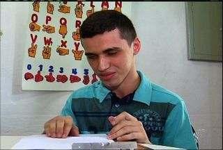 Aluno de Juazeiro do Norte supera deficiência visual e faz prova do Enem - Redação foi feita em braile e rendeu boa nota.