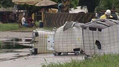 Acidente com carreta espalha produto químico perigoso na pista da Anchieta - Tráfego ficou complicado na Via Anchieta e na entrada de Santos