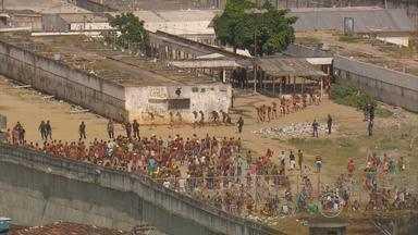 Apesar de começo de dia tranquilo, situação foi tensa no Complexo do Curado, no Recife - Rebelião na unidade prisional começou na segunda-feira. Duas mortes foram confirmadas.