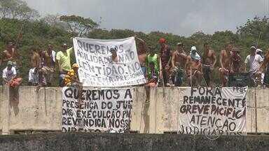 Detentos de unidade de Itamaracá (PE) também exigem melhores condições - Manifestação aconteceu na Penitenciária Barreto Campelo; promotor Marcellus Ugiette esteve no local para conversar com os presos.