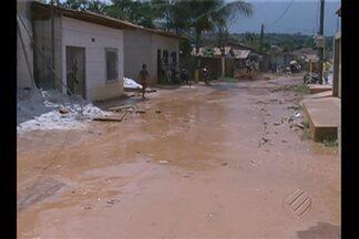 Moradores de Tucuruí fazem protesto para exigir obras de drenagem contra alagamentos - Bloqueio durou mais de cinco horas em uma das ruas da cidade.
