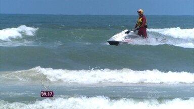 Guarda-vidas: veja como é a rotina dos heróis da praia! - Rafa Brites vai até o Guarujá para acompanhar o dia a dia deles