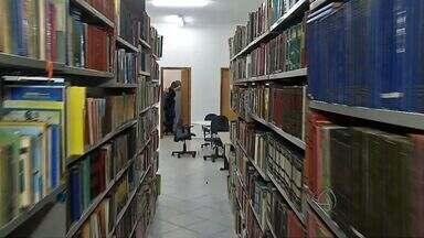 Metade dos livros de biblioteca municipal são de doação - Metade dos livros de biblioteca municipal são de doação