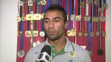 Saudade: Jogador da Seleção Brasileira de Handbol aproveita férias para reencontrar pais - Alagoano Cleryston quer disputar olimpíadas.