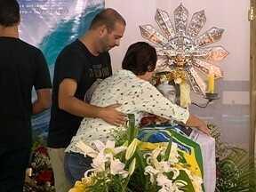Familiares e amigos se despedem do surfista catarinense Ricardo dos Santos - Familiares e amigos se despedem do surfista catarinense Ricardo dos Santos