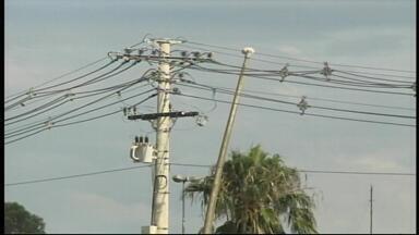 Mais de 350 postes foram danificados por temporais na Fronteira Oeste do RS - Alegrete, São Borja, Itaqui e Uruguaiana são as cidades mais atingidas.