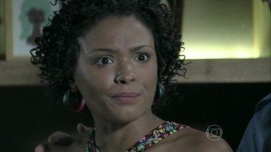 Kelly pede uma explicação a José Alfredo - Maria Ísis ampara a doméstica. José Alfredo conversa com Batista