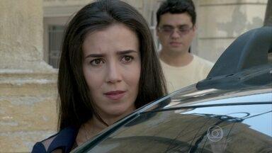 Cora segue Cristina - Megera decide vigiar os amigos de Zé Alfredo
