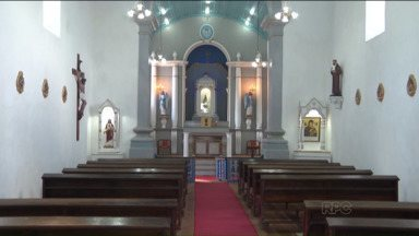 Paróquia Nossa Senhora do Bom Sucesso vai ser reinaugurada hoje - Os fiéis de Guaratuba voltam a fazer reuniões na Igreja Nossa Senhora do Bom Sucesso, que completa 244 anos.