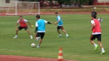 Estrangeiros do Shakhtar treinam em Brasília, antes do retorno à Ucrânia - Equipe conseguiu apenas uma vitória, sobre o Internacional, na série de amistosos no país.