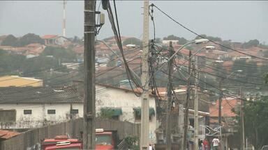 Postes sem manutenção são motivos de preocupação em São Luís - Postes velhos e desgastados ameaçam segurança de quem passa por perto.