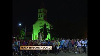 Fiéis participam de Romaria a Nossa Senhora de Fátima em Nova Esperança do Sul, RS - A procissão saiu às seis horas da manhã de domingo da Igreja de Nova Esperança do Sul.