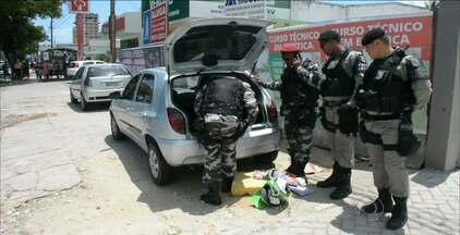 Polícia detém dois homens suspeitos de tentar assaltar banco em João Pessoa - A polícia recebeu uma denúncia anônima.