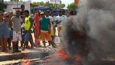 Moradores de Itaporanga D'Ajuda fazem protesto e fecham rodovia estadual - Moradores de Itaporanga D'Ajuda fazem protesto e fecham rodovia estadual.