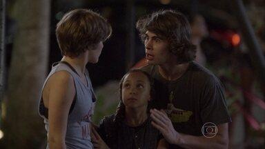 Pedro e Tomtom decidem impedir o encontro de Delma e Nando - Delma vai à antiga fábrica e bate papo com o músico. Quando o Nando está prestes a beijar Delma, Pedro aparece e estraga tudo
