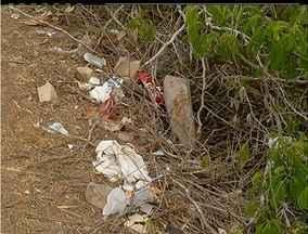 Praia do Pontal em Arraial do Cabo, no RJ, é encontrada com muita sujeira acumulada - Praia do Pontal em Arraial do Cabo, no RJ, é encontrada com muita sujeira acumulada.